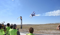 Akrobasi pilotlarından nefes kesen gösteri video