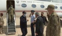 Bakan Akar sınır hattında komutanlarla bir araya geldi