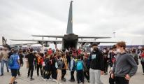 Minik öğrencilerin uçak merakı video