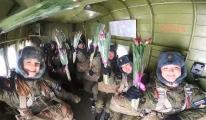 Rus paraşütçülerden sıra dışı 8 Mart kutlaması