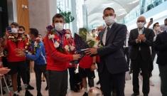 Şampiyonlarımız İstanbul Havalimanı böyle karşılandı #video