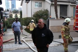 Cem Yılmaz'ın evinde yangın çıktı (video)
