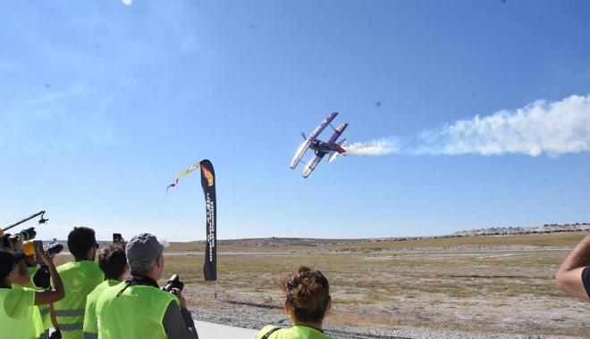 Akrobasi pilotlarından nefes kesen gösteri #video
