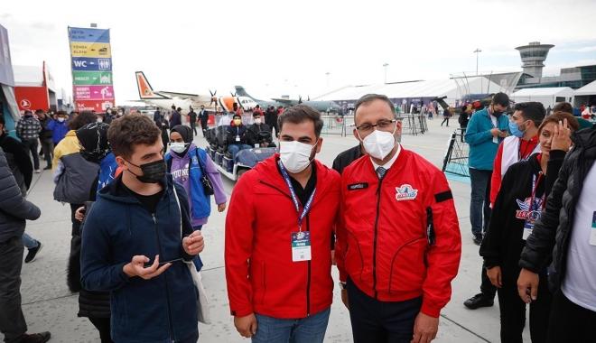 Bakan Kasapoğlu TEKNOFEST\'i ziyaret etti #video