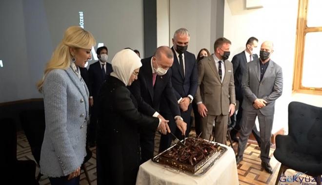 Cumhurbaşkanı Erdoğan'a doğum günü pastası(video)