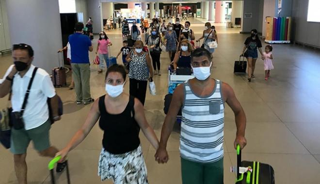 Havalimanlarında dönüş yoğunluğu başladı