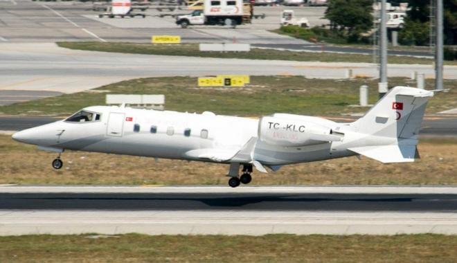 İş jeti Atatürk Havalimanı\'na acil iniş yaptı#video