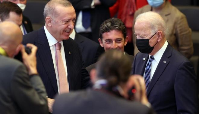 Joe Biden,Erdoğan\'ın yanına giderek selam verdi#video