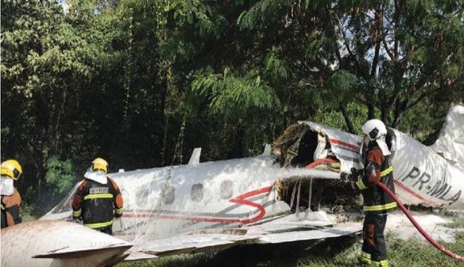 Learjet, ormana düştü üç kişi yaralandı(video)