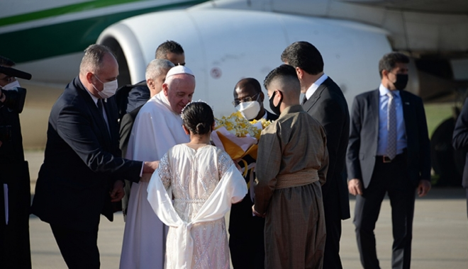 Papa Francis, Erbil\'de zeytin dallarıyla karşılandı(video)