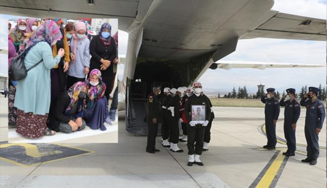 Şehit Sözleşmeli Er Arslan için havalimanında tören